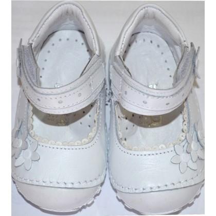 Бебешки обувки БЕЛИ 18-21 номер.