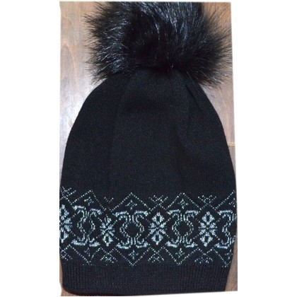 Детска шапка МАЯ 6-12 години в черно.